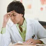 Неадекватното заплащане и липсата на признание – основни фактори за бърнаут сред лекарите у нас