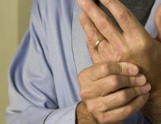 """Д-р Любомир Кайтазки: Синдромът на карпалния тунел се """"събужда"""" през есента и зимата"""