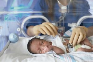 Болница осигурява последваща домашна грижа за родени в нея недоносени бебета