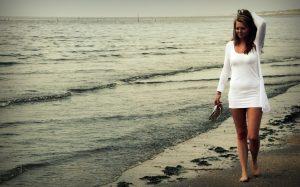 Разходката по пясъка действа като точков масаж