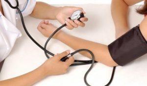 Защо е важно да мерим кръвното на двете ръце