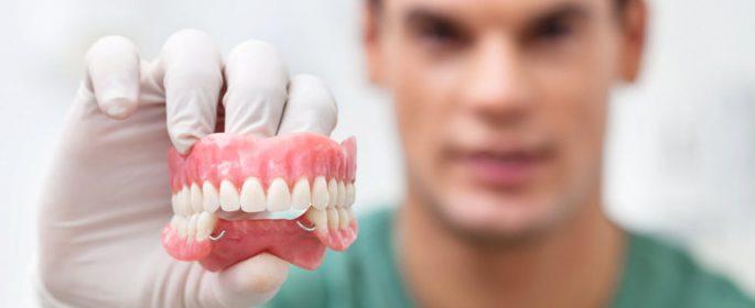 Дават безплатни зъбни протези на пенсионерите