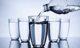 СЗО започва разследване за пластмасата в бутилираната вода