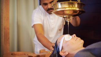 Индийски доктори помагат с аюрведа в България