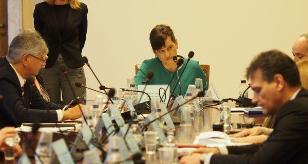 Здравната комисия прие компромисно промените в Закона за съсловната организация на магистър-фармацевтите